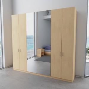 Hoher Kleiderschrank mit super Innenausstattung